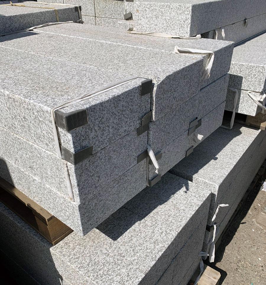 "Granit-Blockstufen, ""Gallicia-grau"""